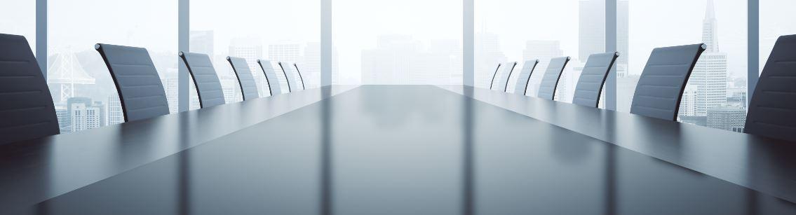 Ein leerer Meetingraum mit Blick aus dem Fenster